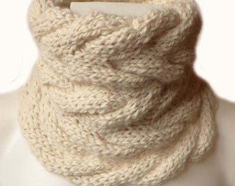 Baby Alpaca Cable Cowl, Hand Knit Cowl, Neckwarmer, Hand Knitted in Germany