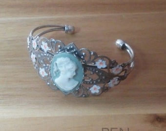 Hand-painted Gray Cameo Bracelet