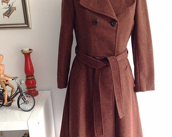 Vintage 60s brown wool coat, double Breasted Pea Coat, 4 buttons and belt. Size 40