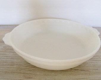 Vintage Pyrex Pie Plate Scalloped Edge Milkglass Fluted Edge. 9 inch Pie Pan Milk Glass 1950s