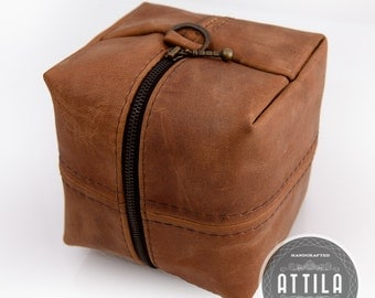 Brown leather cosmetic bag, Bridesmaid gift, Makeup case, Dopp kit, Accessory bag, Travel jewelry case, Toiletry bag, Cosmetics case, Cube
