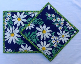 001 Bright Daisy Pot Holders