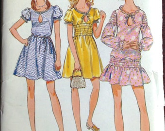 Butterick 5632 - 1970s Mini Dress with Smocking and Keyhole Bodice - Size 11 Bust 33.5