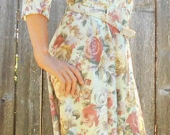 Vintage floral dress // 1970s floral dress // vintage day dress // Shoulder pads dress // Vintage floral print // Retro dress //  S M