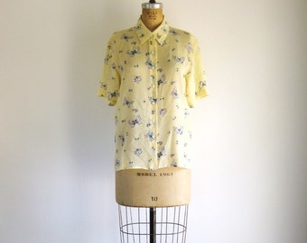 SALE Vintage 1980s Blouse Yellow Butterfly Print Shirt Pointed Collar M / L