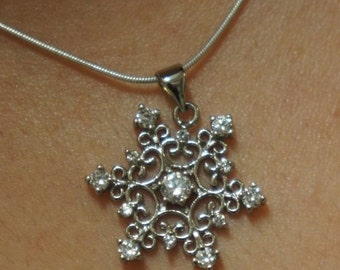 925 Silver Snow Flake Pendant and chain