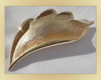 Vintage Golden Leaf Brooch Pin