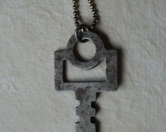 Unique Vintage Key Necklace (steampunk)