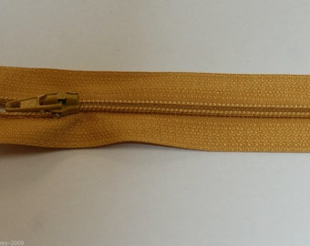 """Top Quality 8"""" ( 20 cm)  Closed End Nylon Zips - Gold"""