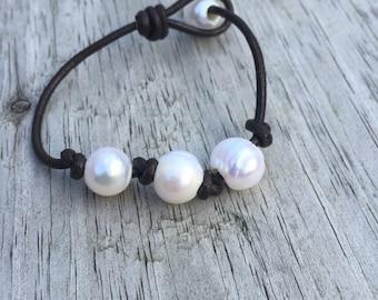 Freshwater pearl leather bracelet