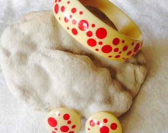POLKA DOTS:  Retro Two-Tone Lucite Bracelet and Earrings