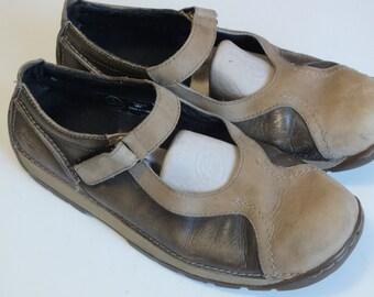 Dr. Martens women marry jane shoes size 9 M