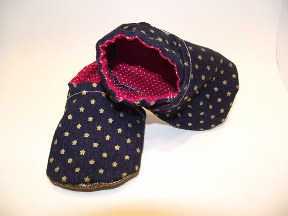 Dark blue jean baby booties shoes with tiny gold stars -  Size US 2 for 3-6 Months