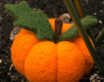 Needle felted pumpkin - Halloween & thanksgiving home decor -Needle Felted Pumpkin Pin Cushion - needle felted pin cushion - felted pumpkin