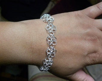 Chainmaille bracelet, European roses.