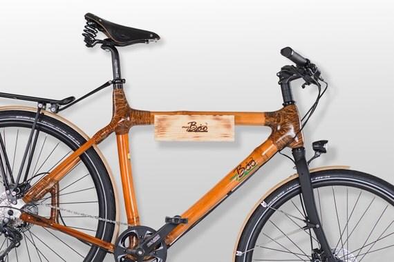 Fahrradwandhalterung aus Holz und Leder