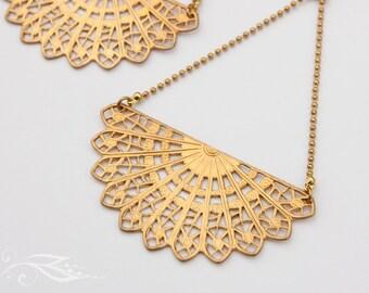 Big fan - earrings in brass