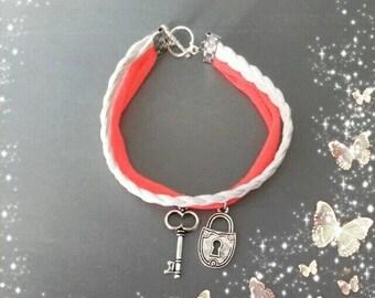 Bracelet charm key and padlock