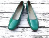 SALE - Vintage Teal Green Ferragamo Flats - Brown Leather Detail - Size 8 Narrow - Italian Leather Shoes - 1/2 Inch Wooden Heal