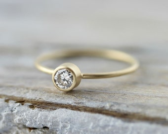 Diamond ring - recycled 18K gold ring with 0.23ct diamond