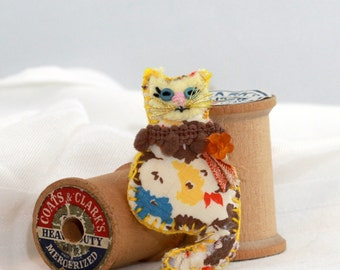Teensy Kitty Cat Quilty Critter Brooch - Pin - OOAK, Novelty, Jewelry, Gift