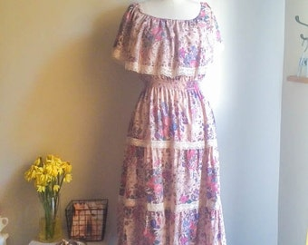 Pretty Vintage 70s Floral Peasant Off the Shoulder Dress