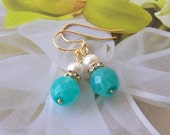 Turquoise blue Beads and White Pearl Earrings, Bridesmaids Gifts, Bridal Party Jewelry, Destination Wedding, Gold Earrings, Beach Wedding