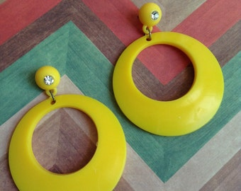 Yellow crystal rhinestone round circle  90s 80s open love lovers post stud oversized earring large big diva glam enlarged size