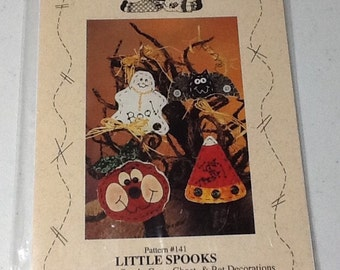 Halloween Pumpkin Ghost Bat  Candy Corn Craft Wallhanging Holiday Pattern uncut Fabric Included