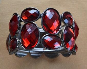 Pretty Vintage Red Plastic Stone, Silver tone Stretch Bracelet