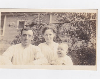 1920-30s  picture post card of a young family