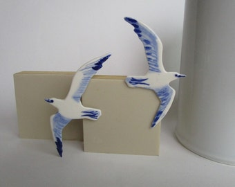 Seagull - Hand painted porcelain brooch in blue and white Delft - bird original Dutch Delft