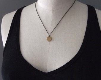 Pretty handmade hammered 18k gold disc necklace