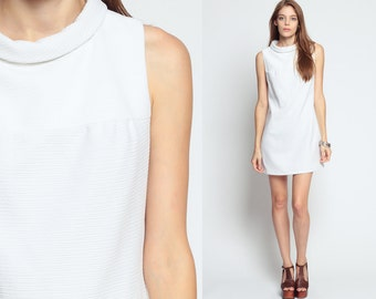 Mod Shift Dress 60s Mini White BOW 1960s Sleeveless A Line TWIGGY Plain Gogo Vintage Ribbed Polyester Sixties Retro Go Go MiniDress Medium