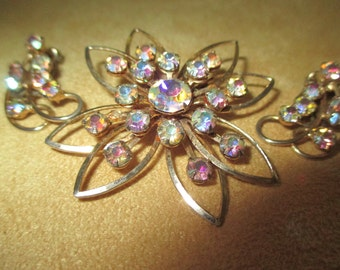 Vintage costume jewelry  / rhinestone brooch and earrings
