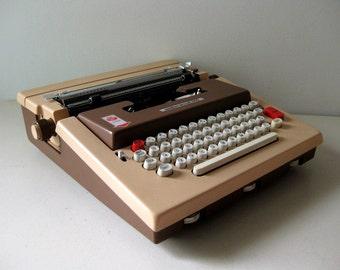 Vintage Underwood 660 electric typewriter