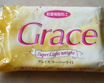 Grace Super Light Weight air drying clay. 160g. Opaque white. Good for faux desserts and deco sweets