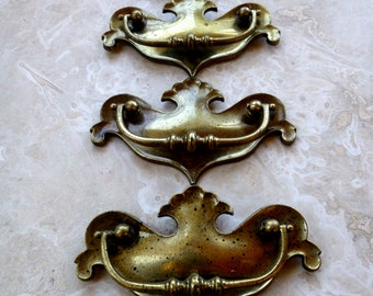 Vintage Brass Knobs, Brass Colonial Handles, Chippendale Style Furniture Pulls, Large Brass Pulls