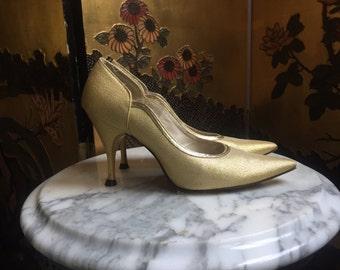 1950's Pumps / Golden Lurex Pinup High Heels / Pointed Toe Stilettos / size 4.5-5