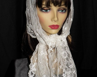 Vintage White Lace Scarf Wrap with Flowers Scalloped Edge 1970s, Wedding Lace Scarf