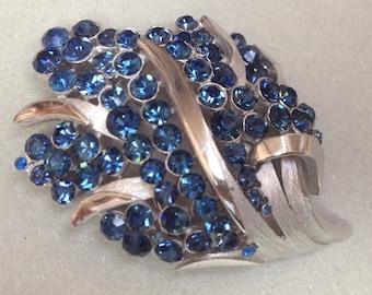 Crown Trifari Blue Sapphire Rhinestone Pin Brooch – 1970s Jewelry