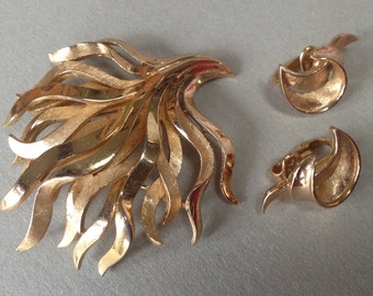 Trifari Seaweed Brooch Earrings Demi Parure – 1970s Jewelry