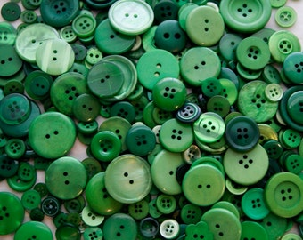 25 Green Mix Assorted sizes, Sewing, Crafting Grab Bag  (1355)