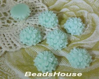 711-00-CA  6pcs 14mm  Mini Tansy Flower Cabochons - Mint Green