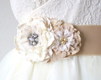 Bridal Sash Lace, Floral Wedding Sash in Ivory and Cream, Rhinestone Bridal Sash, Bridal Belt, Fabric Flower Sash, Bridal Sash Pearl