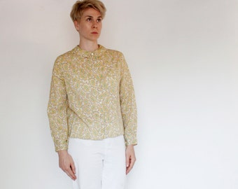 Vintage 60's button down shirt, paisley floral pattern, off white, Peter Pan collar, ruched cuffs, bust darts, lightweight, casual - Medium