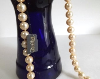 Vintage Trifari Strand of Pearls 20 in. Necklace