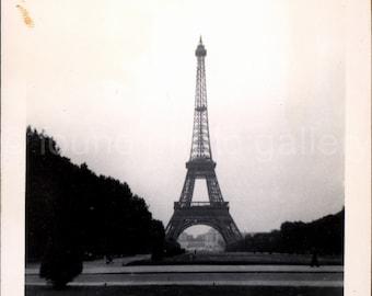 Vintage Photo, Eiffel Tower, Paris, France, Black & White Photo, Travel Photo, Old Photo , Snapshot, Vernacular Photo