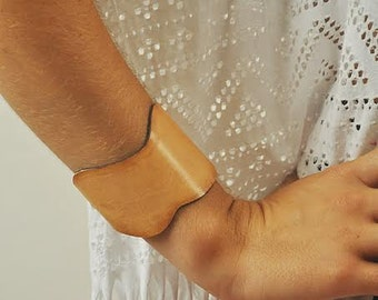 Leather bracelet in natural cowhide leather , named Lori MADE TO ORDER