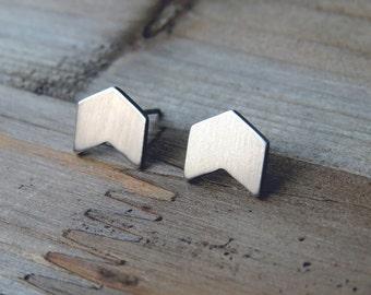 arrow studs / modern arrow earrings / small studs / arrow stud earrings / geometric earrings / dainty earrings / chevron earrings